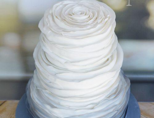 Τούρτα γάμου με πέταλα